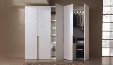 Шкафы распашные