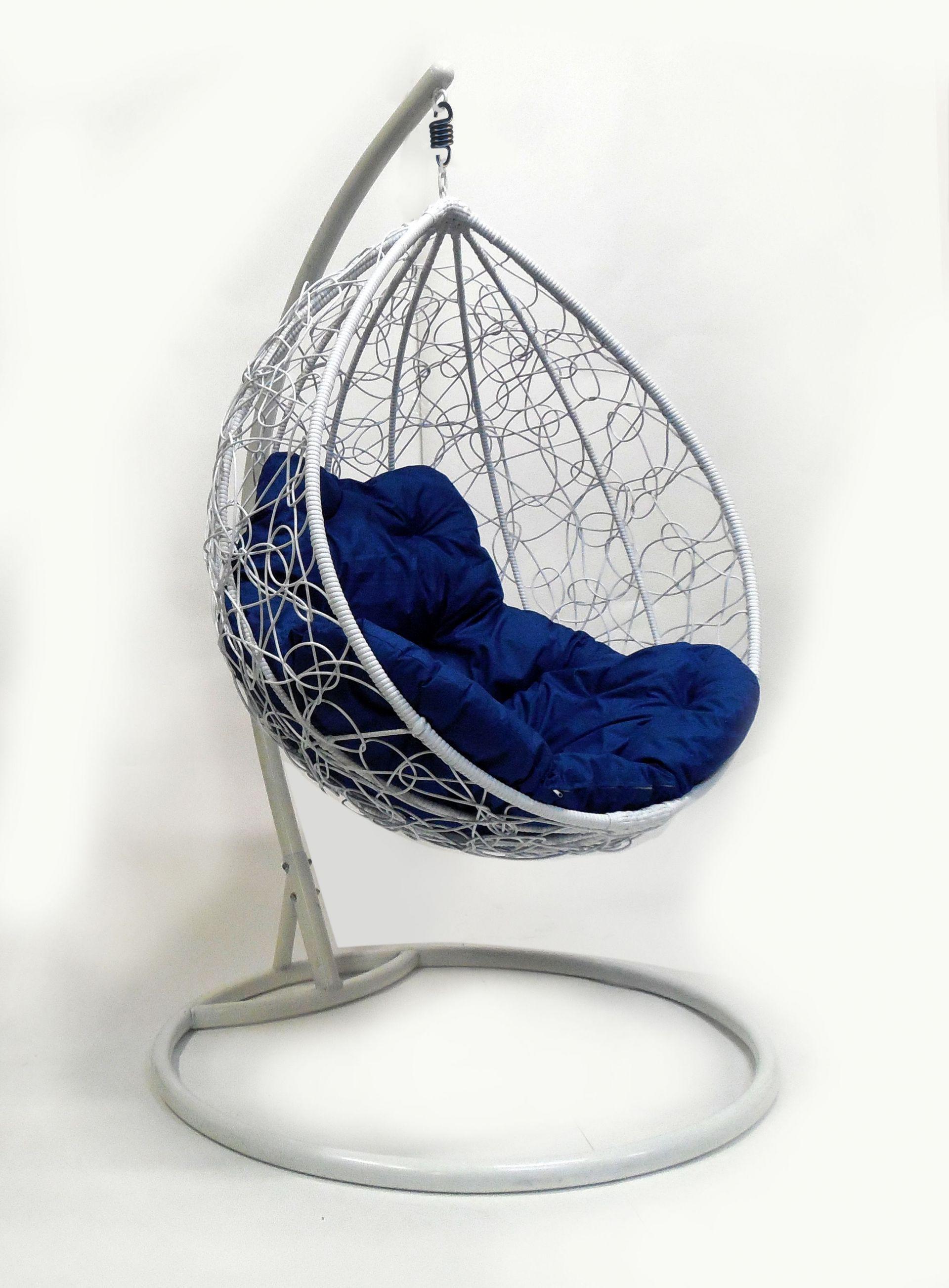 Подвесное кресло M-GROUP Капля Ротанг белое с синей подушкой